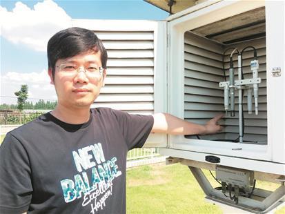 探访气温监测站 铂电阻温度计实时监测城市气温