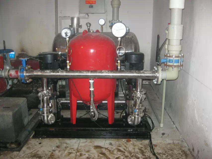 产品中心 > 云南矢量变频供水设备  调节水泵的转速来保持管网压力恒