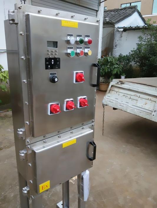 不锈钢防爆控制柜定做可控设备: 水泵、排水泵,污水泵,排污泵,油泵、电机、变频器、阀门、风机,搅拌机,粉碎机,破碎机 功率:0.55KW 0.75KW 0.97KW、1.5KW、2KW、5.5KW、7.5KW.11KW.15KW.18.5KW.25KW.30KW.45KW 控制方式:远程、就地、现场、两地 材质:铝壳、钢板、不锈钢、工程塑料 等级:ExdIIBT4 dipa21t4/t6 防护:IP55/IP65 不锈钢防爆控制柜定做参数: 1.