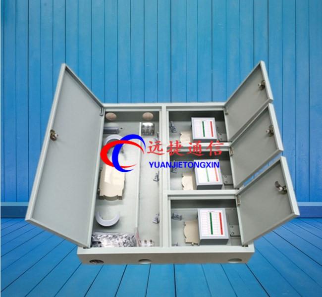 产品简介:FTTH室外壁挂式三网合一光纤分纤箱用于光缆与光通信设备的配线连接,通过配线箱内的适配器,用光纤跳线引出 光信号,实现光配线功能。适用于FTTH工程光缆到楼后使用,安装于楼道、地下室、机房和大楼外墙。光缆也可以经 分光配线箱开拨盘绕后与入户光缆熔接引出,实现光缆的直通功能,满足传统传输网络工程的需求。 主要特点: 1.