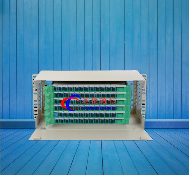 ODF单元箱又称ODF架、熔配一体化机框、单元盒、单元体,它具有光缆固定和保护功能光缆终接功能、调线功能、以及光缆纤芯和尾纤保护功能。即可单独配装成光纤配线架,也可与数字配线单元、音频配线单元同装在一个机柜/架内。构成综合配线架。该设备配置灵活、安装适用简单、容易维护、便于管理、是光纤通信光缆网络终端,或中继点实现排纤、跳纤光缆熔接及接入必不可少的设备。 ODF单元箱技术特性: 耐久寿命:>1000次 工作温度:-5~+40 贮运温度:-25~+55 相对湿度:85%(+30) 大气压力