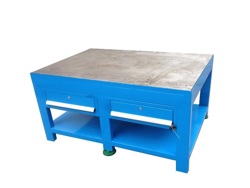 产品组装工作台 带虎钳钳工桌厂家